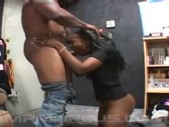 Bonny Black Mature Femeie Oferă Un Blowjob Clasic