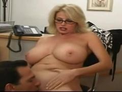Mellow Busty Hussy Featuring Acțiune Sex Fierbinte Care Se Încheie Cu Cumshot